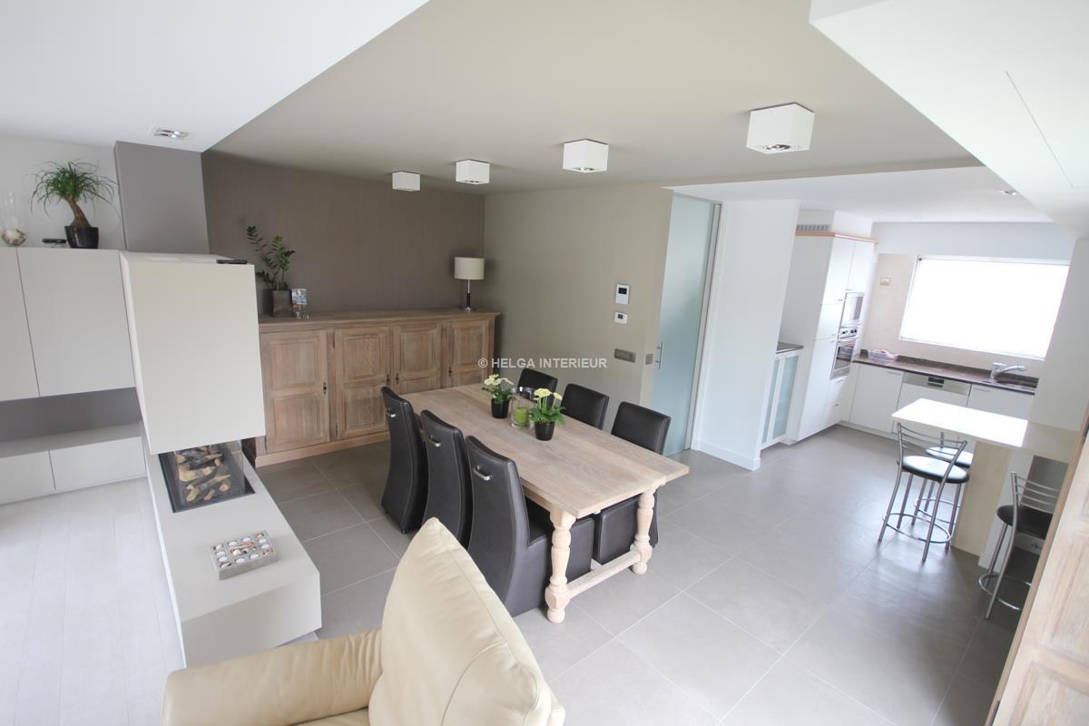 Renovatie woonkamer met haard Ekeren | Helga Interieur Architectuur ...